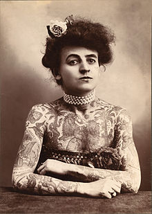 Primera tatuadora.