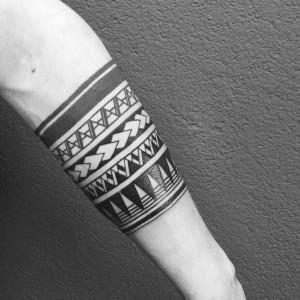 brazalete de tatuaje maori