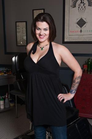 sarah-miller, tatuadora famosa