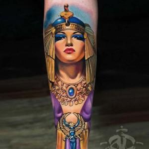 tatuaje a color de cleopatra