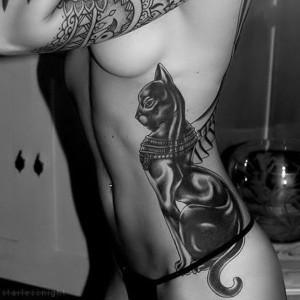 tatuaje de gato egipcio para mujer