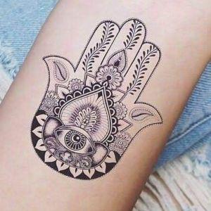 tatuaje de mano de fatima