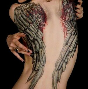 tatuaje de alas para mujer