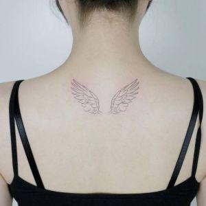 tatuaje pequeño de alas