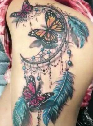 tatuaje de atrapasueños y mariposas