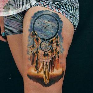 tatuaje realista de atrapasueños