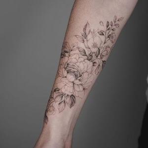 foto de tatuaje en el brazo para mujer