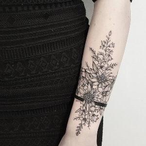 tattoo hermoso de flores para mujer