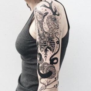 tattoo mujer en brazo