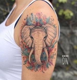 tatuaje bonito de elefante