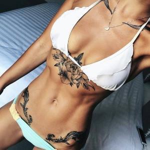 caderas tatuadas
