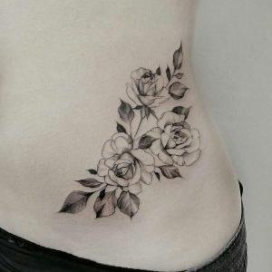 tatuajes hermosos en la cadera