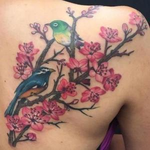 tatuaje hermoso de flor de cerezo