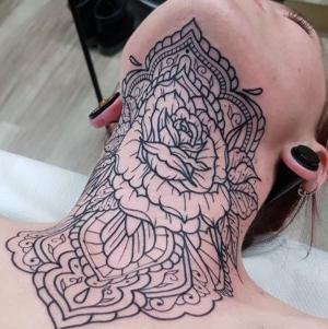 los mejores tatuajes en el cuello