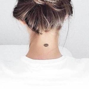 tatuaje en el cuello