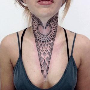 tatuaje para mujer  geometrico
