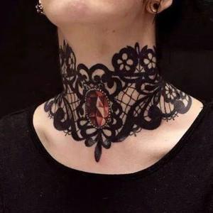 tatuajes lindos en el cuello