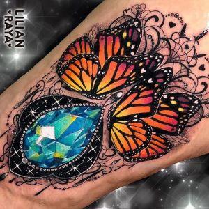 tatuaje de diamante y mariposas