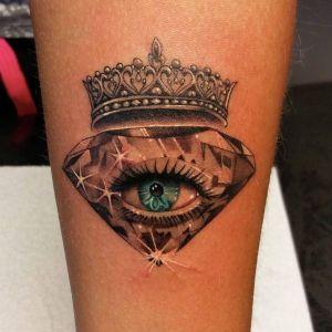 tatuaje de diamante y ojo