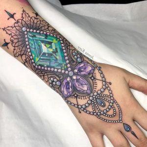 tatuaje de diamantes y perlas