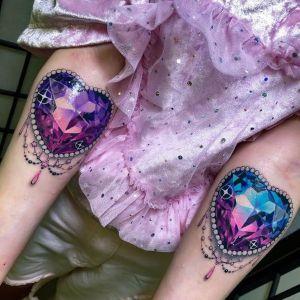 tatuajes de diamantes en los brazos