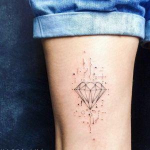 tatuajes finos de diamantes