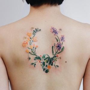 los tatuajes mas chulos para mujer en la esopalda