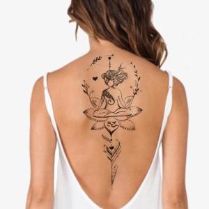 tatoo en la esplada para mujer