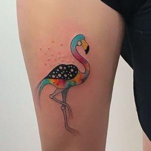 tatuaje de flamenco de colores