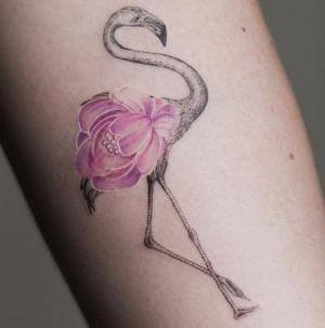 tatuaje para mujer de flamenco