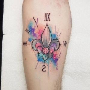 tattoo hermoso de flor de lis