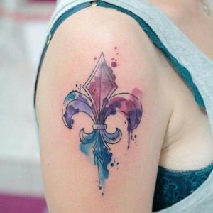 tatuaje acuarela flor de lis