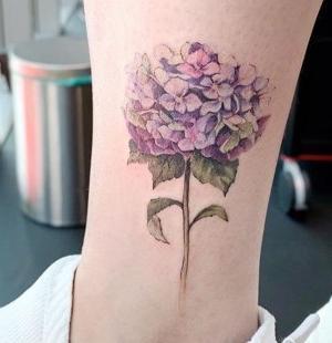 tatuaje de flor hortensia
