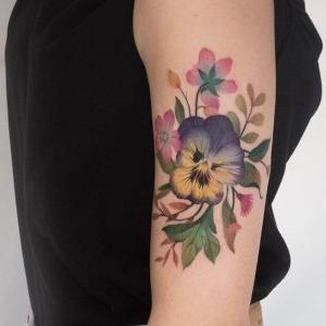 tatuaje de flor pensamiento