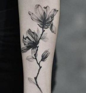 tatuaje hermoso de flores para mujer