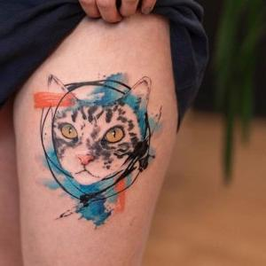 tatuaje en la pierna de gato