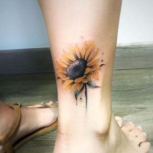 tatuaje de girasol en la pierna