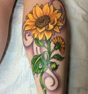 tatuaje de girasoles en la pierna