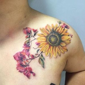 tatuaje en el hombro de girasol