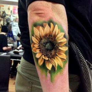 tatuaje realista de girasol