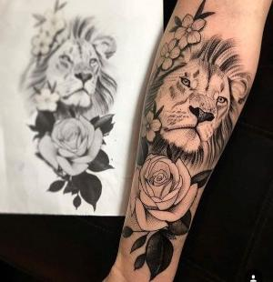 tatu de leon y rosas