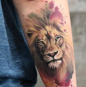 tatuaje de leon a color