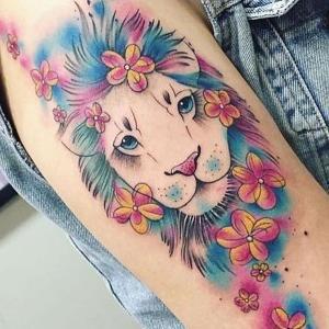 tatuaje hermoso de leon