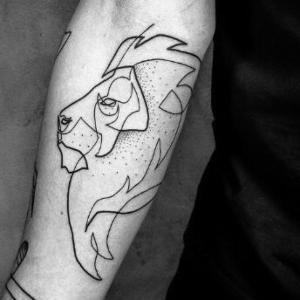 tatuajes minimalista de leon