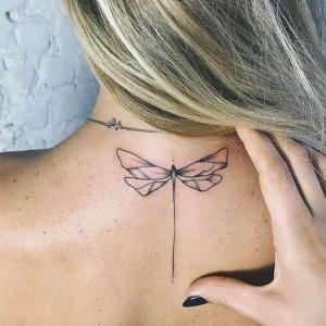 tatuaje sencillo de libelula