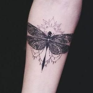 tatuajes de libelulas para mujeres
