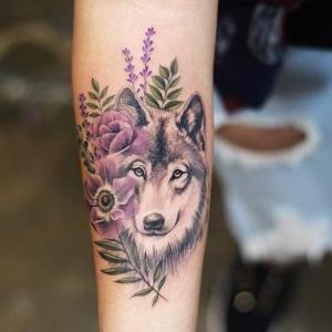 tattoo de lobo y flores