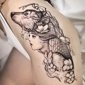 tatuaje de lobo y mujer
