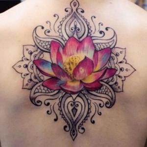 diseño de tatuajes de flores de loto