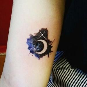 tatu de luna